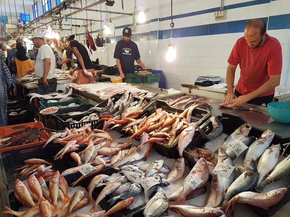 Promenade dans le marché aux poissons